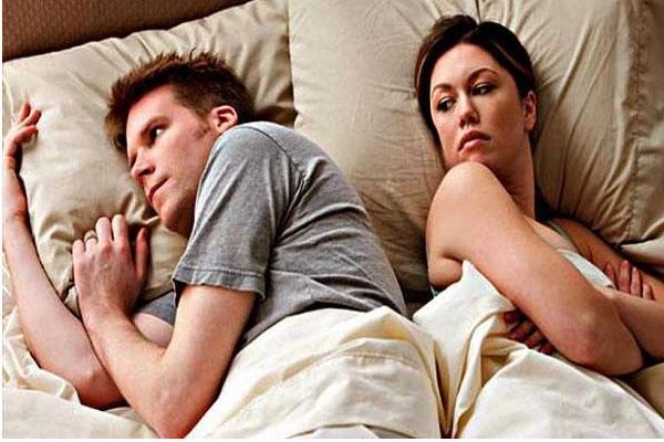 अगर आपके पति करें ये हरकतें..तो समझ जाएं अब प्यार नहीं....