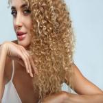 अपने घुंघराले बालों को इन 5 सुझावों से बनाए हेल्दी