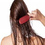 गीले बालों में भूलकर भी न करें ये 5 गलतियां, वरना हमेशा के लिए खराब हो जाएंगे