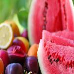 गर्मियों के सीजन में जरूर खाएं ये फल, बीमारियां रहेंगी दूर