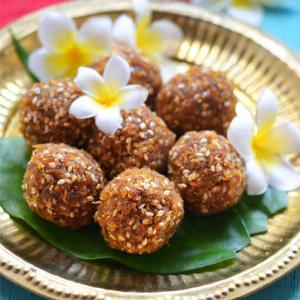 गुड नारियल लड्डू-Jaggery Coconut Ladoo