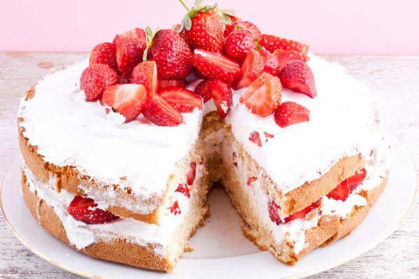 स्ट्रॉबेरी आल्मंड शॉर्टकेक  से अपनी क्रिसमस पार्टी को बनाए खास