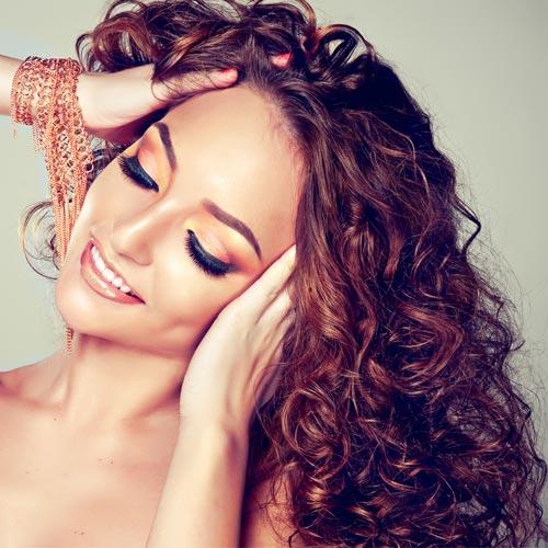 कर्ली बालों की ऐसे करें देखभाल
