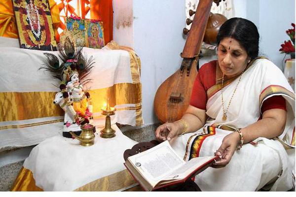 रामायण की कुछ खास चौपाइयां बना सकती हैं तकदीर