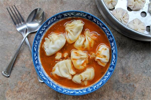 सर्दियों में इस तरह बनाएं गर्मा-गर्म पनीर मोमोज सूप