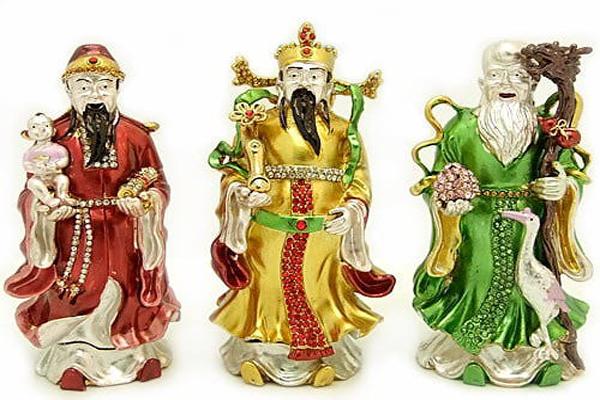इन चाइनीज देवों की पूजा से नहीं रहती पैसों की कमी, धन बरसने लगता है