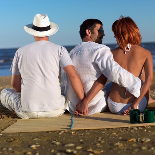 इन 8 कारणों से शादीशुदा महिलाएं देती हैं धोखा