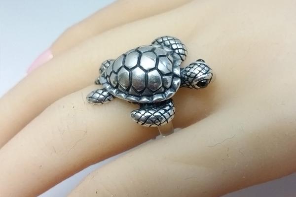 इन राशि के लोगों को भूलकर भी नहीं पहननी चाहिए  कछुए की अंगूठी