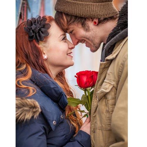 Valentine day पर  अपने रिश्ते में बिखेरें नई खुशबू