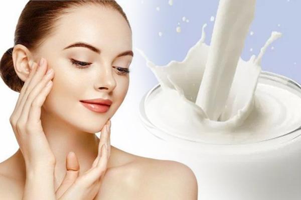 दूध के इस्तेमाल से ला सकते है त्वचा में निखार