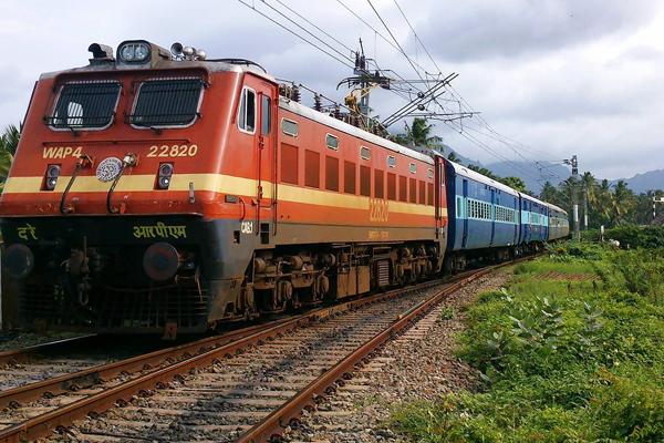 रेलवे में 2600 पदों के लिए करें जल्द करें आवेदन