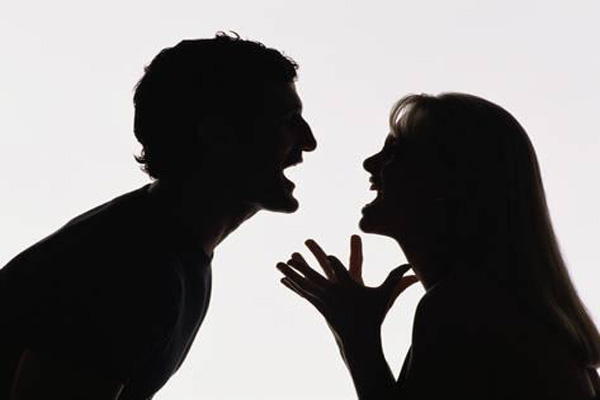 आपके रिश्ते में खटास की वजह आपके घर के वास्तु दोष के कारण तो नहीं....