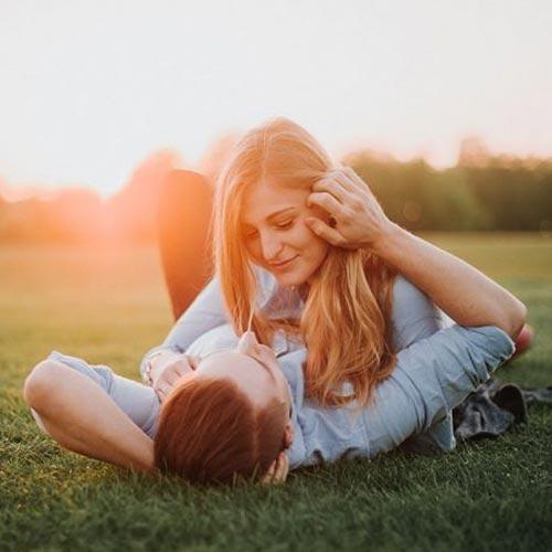 रोमांटिक टिप्स: रिश्ते में फिर से प्यार के नए रंग भरना....