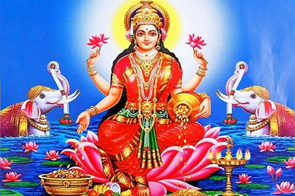 चाहते हैं मां लक्ष्मी की कृपा तो हर दिन केले के पेड़ में जल चढ़ाएं और...