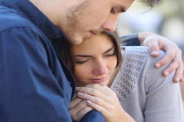 पति-पत्नी के रिश्ते में प्यार को ऐसे बनाएं रखे बरकरार, अपनाएं ये टिप्स....