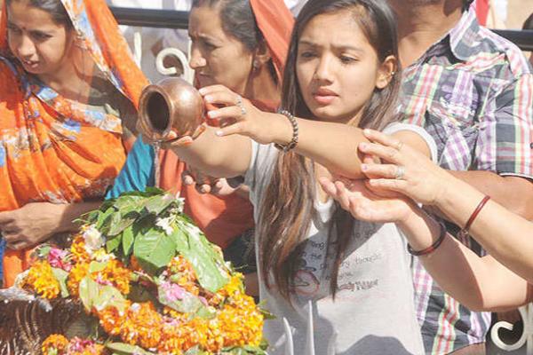 जानिए भगवान शिव को क्यों चढाते है सावन में जल!