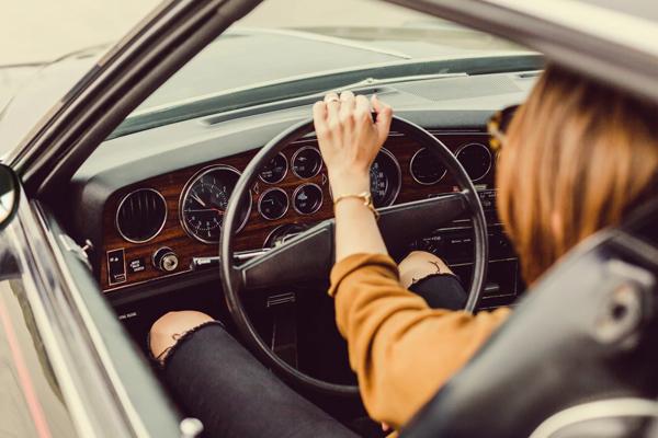 पुरुष की तुलना में महिलाएं कार दुर्घटना में ज्यादा घायल होती हैं : शोध